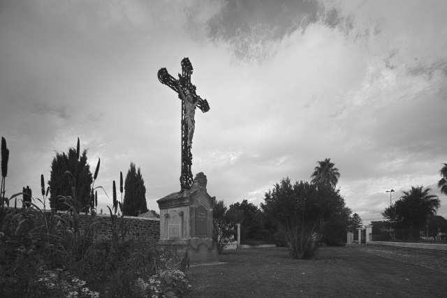 Vor dem Friedhof