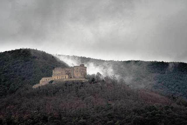 Hambacher Schloss in den Wolken