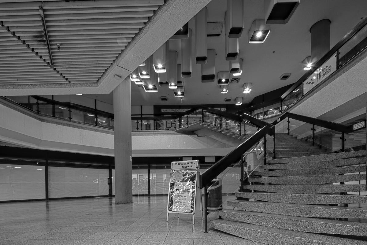 Treppe zur Stadtbibliothek in Neustadt an der Weinstraße